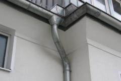 Die Dachentwässerungs-Berechnung hängt unter anderem von der Art des Daches und der Regenmenge ab und sollte zur Vermeidung von Schäden am Bau von einem Profi vorgenommen werden! © Sanitaer.org